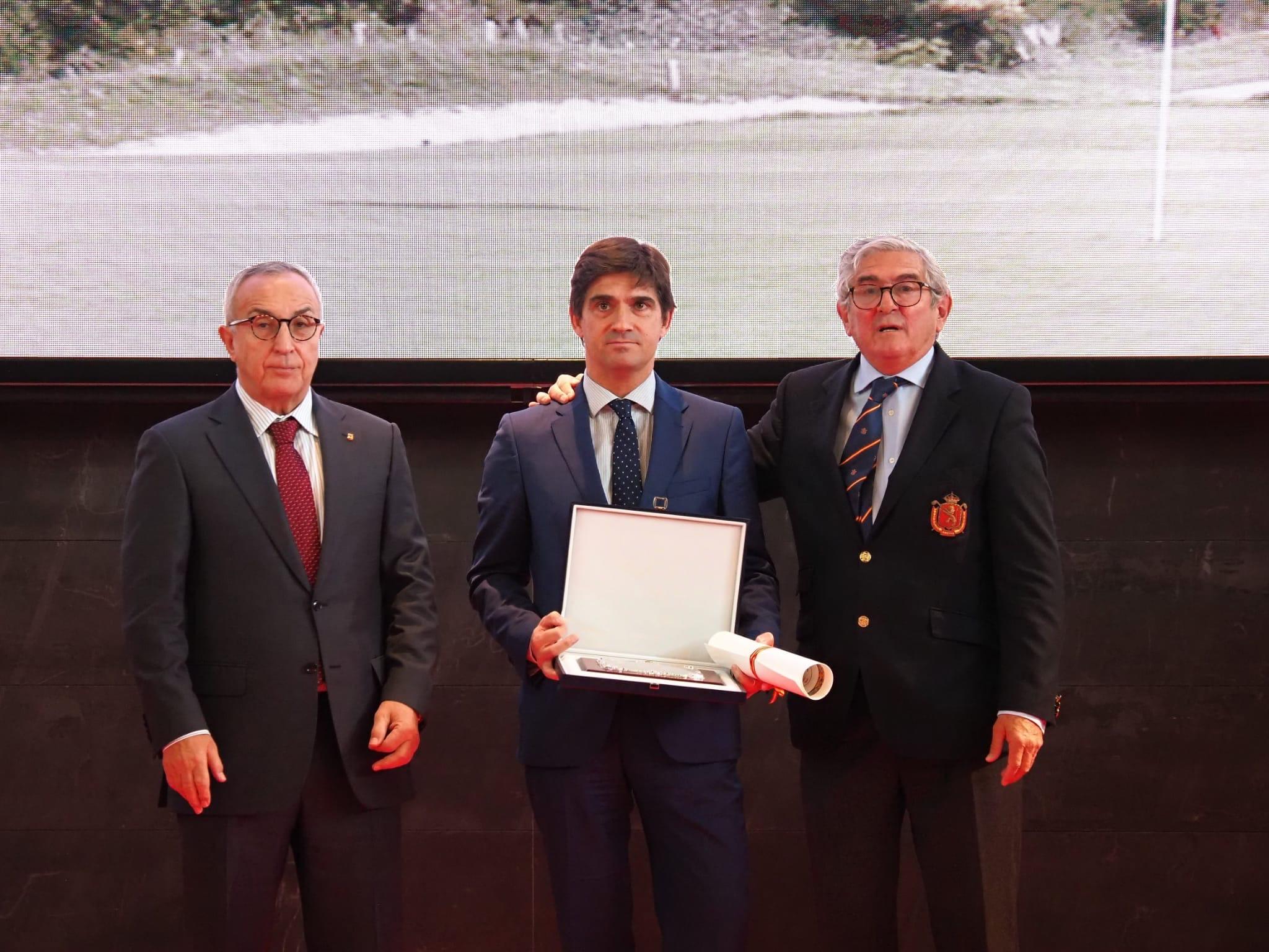 Gala RFEG 2019, R.N.C.G.S.S. Basozabal recibe la Placa al Mérito en el Golf